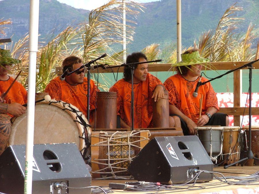 Tahitian drummers 1